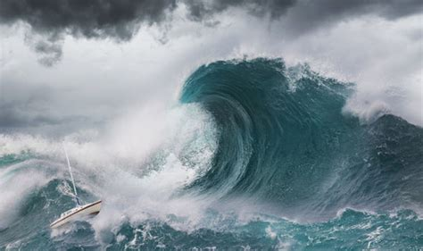 Biggest wave EVER RECORDED spotted off British coast | UK