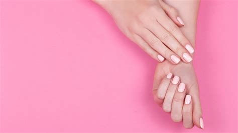 What causes spoon-shaped fingernails?