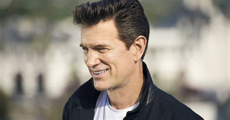 Chris Isaak tour 2019 / 2020 – how to get tickets